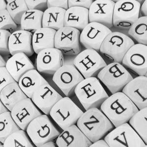 Graue Buchstabenwuerfel